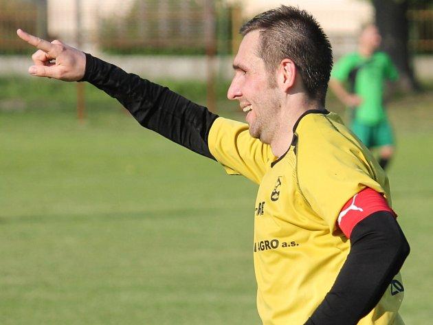 I. A TŘÍDA VOLÁ! Jistebnický kapitán Miroslav Lebica může se svým týmem slavit zasloužený postup už dvě kola před koncem sezony.