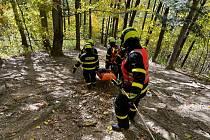 Snímek z cvičení profesionálních hasičů ze stanic v Kopřivnici a Novém Jičíně, Bezručova vyhlídka a její okolí, pátek 22. října 2021.
