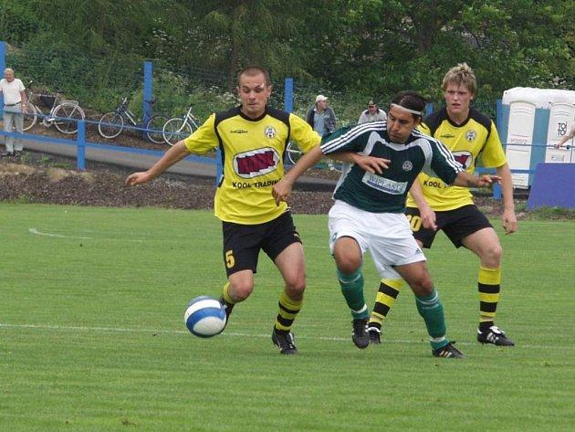 Martin Dombi asistoval u vítězného gólu Martina Hanuse v 93. minutě, který rozhodl o tom, že si Hlučín (v tmavém) odvezl z Fulneku tři body.