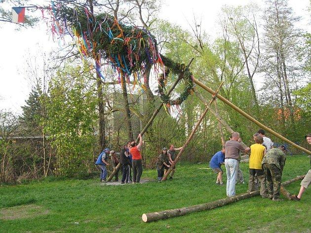 Svou májku postavili 30. dubna také dobrovolní hasiči v Jerlochovicích, místní části Fulneku.