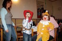 Děti i dospělí popustili uzdu zábavě na bílovském Dětském maškarním plese.