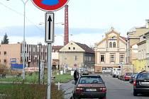 Kdo jezdil po ulicích Nového Jičína po paměti a spoléhal na stará dobrá pravidla silničního provozu, ten bude muset oči pořádně otevřít a sledovat dopravní značky.