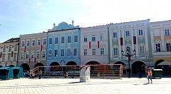Opravené domy na Masarykově náměstí v Novém Jičíně.