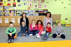 Žáci 1.B třídy Základní školy Sjednocení, Studénka, s paní třídní učitelkou Terezou Jiříčkovou a paní asistentkou Barborou Houskovou.