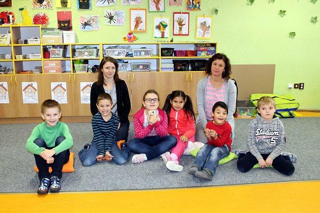 Žáci 1.B třídy Základní školy Sjednocení, Studénka, spaní třídní učitelkou Terezou Jiříčkovou a paní asistentkou Barborou Houskovou.