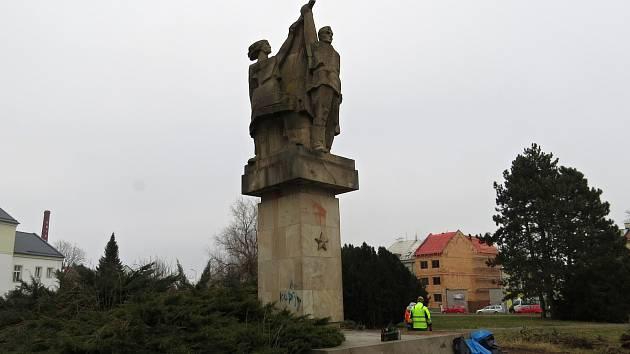 Kontroverzní Památník družby a vítězství v Novém Jičíně je připomínkou časů totality.