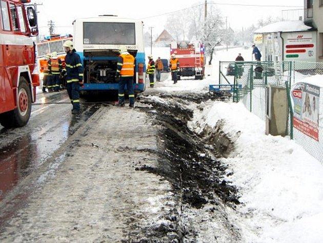 Hned dvě události museli řešit novojičínští hasiči v časných ranních hodinách v úterý 24. února. Krátce po půl šesté byl na operační středisko ve Frýdku – Místku nahlášen požár nízké budovy v Kopřivnici na Příborské ulici.