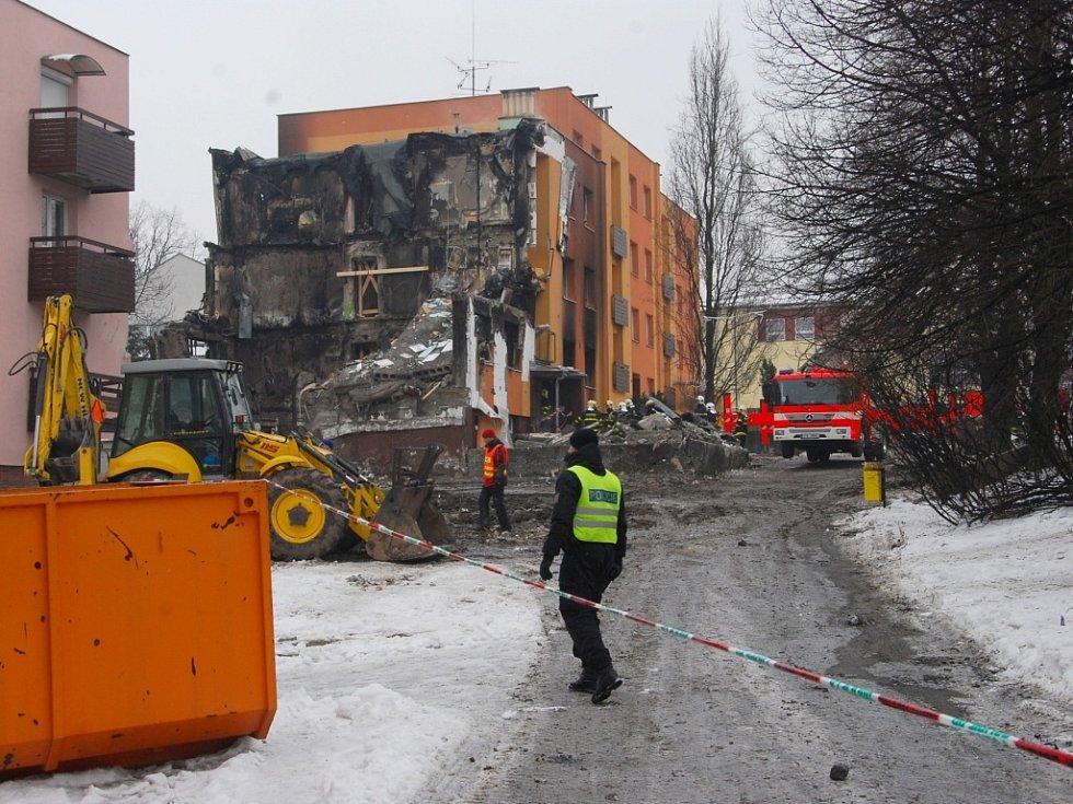 Pět mrtvých a jedenáct zraněných má na svědomí výbuch v třípodlažním domě se šesti byty na ulici 6. května ve Frenštátě pod Radhoštěm.