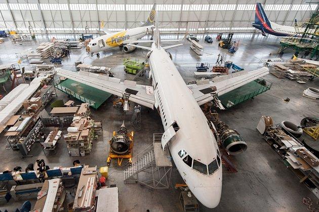 Mošnovská opravna letadel Job Air Technic, listopad 2016. Ilustrační foto.