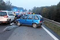 Nehodu sedmi vozidel na čtyřproudové silnici I/48 mezi Příborem a Novým Jičínem má na svědomí vypadlá rezerva z kamionu.
