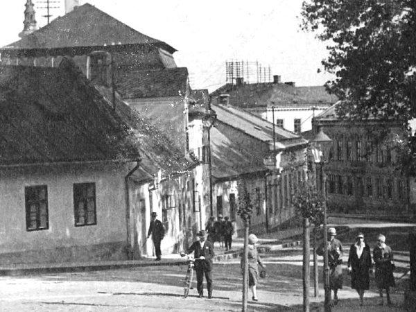 Proměnou, která však příliš nezměnila ráz této části města, prošla vminulosti ulice Knemocnici, dříve zvaná také například Švermova. Alespoň co se týče pohledu od dnešního Střediska volného času Fokus směrem do centra.