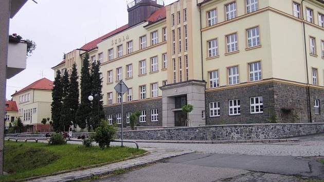 Tato Základní škola v Odrách nese jméno Komenského stejně jako ulice, na které sídlí.