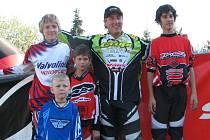 Jezdci AMK BMX Studénka společně s jedním  z nejlepších bikrosových jezdců ČR René Živným.