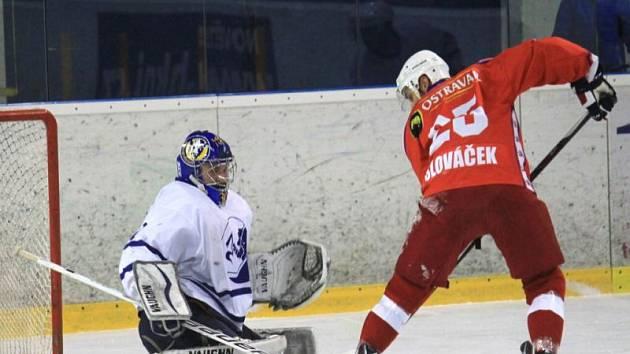 Důležitou postavou první novojičínské výhry ve čtvrtfinálové sérii byl brankář Jiří Slovák.