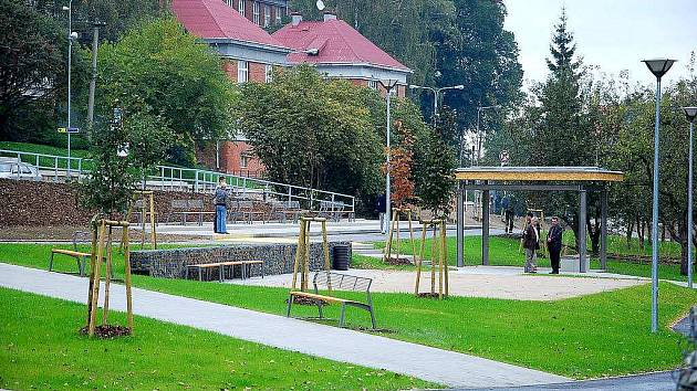 Prostory bývalých zahrad novojičínského gymnázia se po dlouhých nevyužitých letech proměnily ve sportovně-odpočinkový areál.