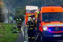 Zásah hasičů u úniku kyseliny chlorovodíkové.