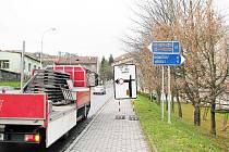 Dočasné dopravní značení dává řidičům znát, že se na oderské náměsí nedostanou.