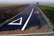 Zhruba tři kilometry bude měřit úsek složený z cyklostezky a cyklotrasy ve Studénce. Ilustrační foto.