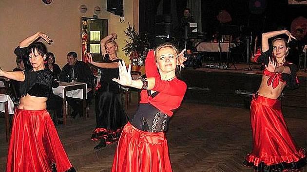 Stále žádaným zpestřením různých plesů jsou orientální tanečnice a ukázky jejich umění.
