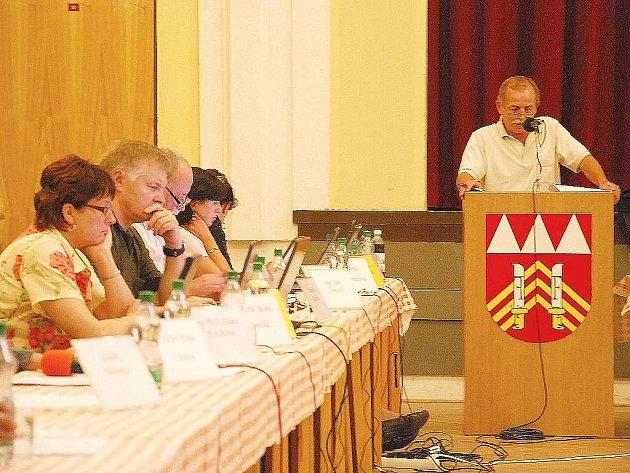 Starosta Milan Strakoš se návrhu, který by vyřešil situaci kome nefungujícího kontrolního výboru, nedočkal ani tentokrát.