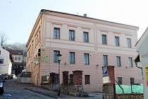 Z bývalé staré školy na náměstí ve Štramberku bude komunitní centrum.