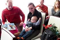 Šimon Majkus se se svými rodiči a sestřičkou, která se při vítání občánků moc fotit nechtěla.
