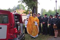 Hasiči z Luboměře dostali opožděný dárek ke svému loňskému 120. výročí od založení - nové hasičské auto nahradilo již nevyhovující hasičský přívěsný vozík.