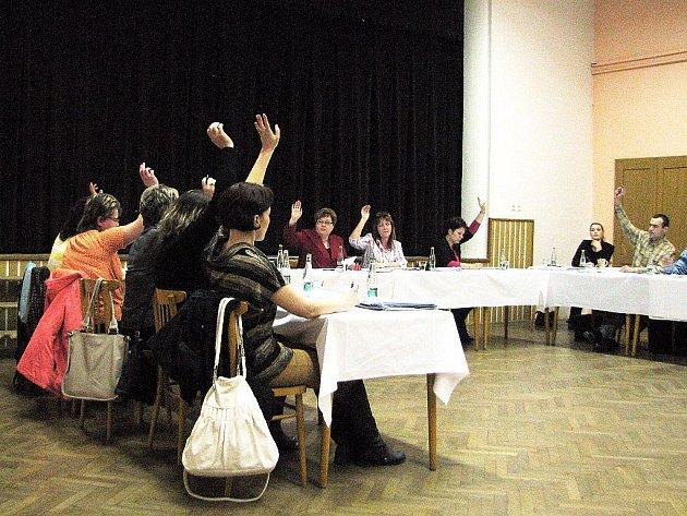 Zastupitelé Hladkých Životic dali požehnání, aby správa obce zahájila práce na projektech, na ktreé by bylo možno získat dotace.
