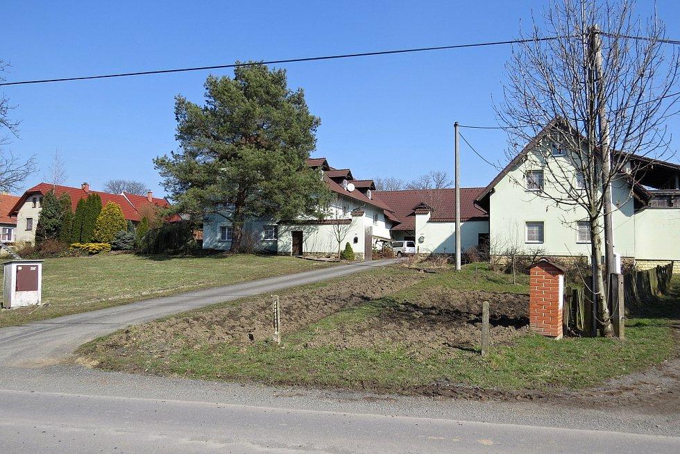 Bernartice nad Odrou byly za 2. světové války starousedlickou obcí, kde žili až na výjimky česky hovořící obyvatelé.