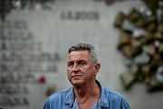 Na snímku strojvůdce Jiří Šindelář. Pozůstalí, účastníci nehody vlaku, ale i další lidé uctili ve středu 8. srpna 2018 ve Studénce památku obětí železničního neštěstí, ke kterému zde došlo před deseti lety.