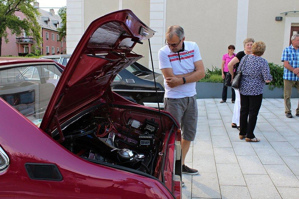 Výstava věnovaná historii výroby osobních automobilů Tatra  v kulturním dome v Příboře.