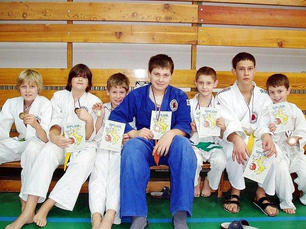 Medailisté z klubu Judo Závišice na turnaji O pohár starosty Frýdku-Místku – Dobré.