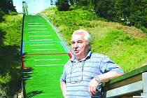 Jiří Raška v roce 2005 pod skokanským můstkem ve Frenštátě pod Radhoštěm.