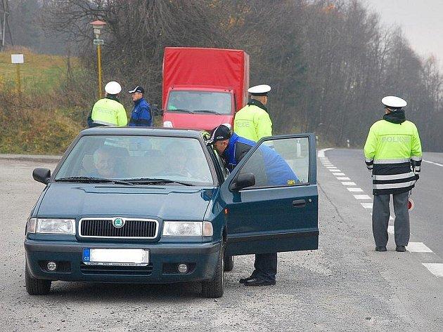 Ve středu 3. listopadu kontrolovali novojičínští dopravní policisté připravenost řidičů na zimu.