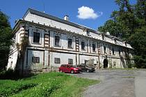 Zchátralý areál se dvěma zámky chce obec Bravantice revitalizovat a má s ním velké plány.