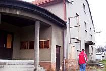 Objekt bývalého kina, který byl po léta nevyužíván, konečně našel svého majitele. Ten se biograf rozhodl přeměnit na bytový dům.