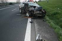 Svědky dopravní nehody, při které se loni v dubnu střetla u Starého Jičína dvě osobní vozidla, hledají policisté.