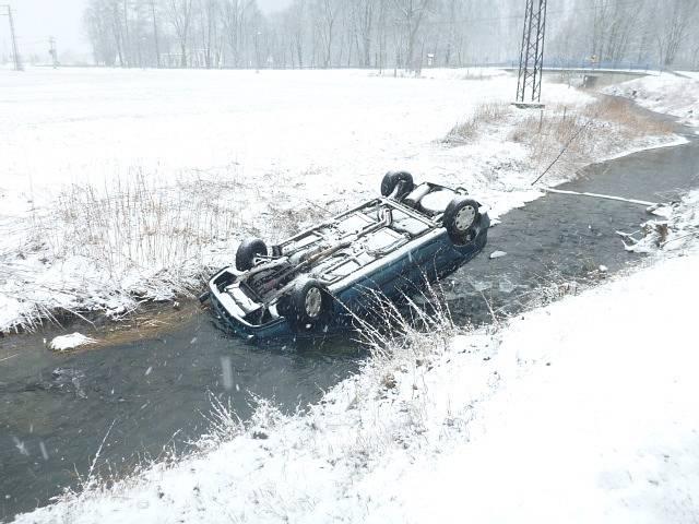 Meteorologové varují před sněhem v Moravskoslezském kraji, které může způsobit dopravní nehody. Archivní snímek.