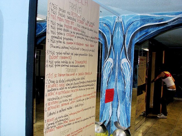 Prostory frenštátského Klubu Kryt jsou v suterénu pod radnicí.