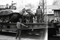 BĚŽ DOMŮ, IVANE! Nápěv, který po roce 1968 zlidověl, dostával s každým dalším rokem hořkou pachuť. Míněný ruský Ivan ve vojenské uniformě okupoval území Československa 22 let, asi o půl roku méně Frenštát pod Radhoštěm.