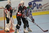 Inline hokejisté Nového Jičína (v tmavém) obhájili bronzové medaile.