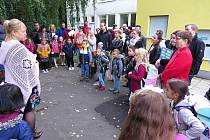 Základní škola v Komenského ulici v Bílovci připravila zahájení školního roku 2021/2022 pro prvňáčky a jejich rodiče ve školní zahradě.