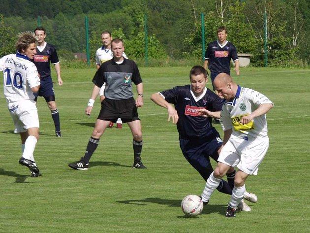 Fotbalisté Lichnova (v bílém) absolvovali solidní přípravu a myslí na klidný střed tabulky.