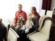 Rozálie Rusková se se svými pyšnými rodiči nechala vyfotografovat při slavnostním vítání občánků.