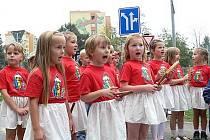 Přední čeští olympionici se ve čtvrtek 17. září zúčastnili v Kopřivnici otevření dopravního hřiště. Pásku přestřihla Dana Zátopková.