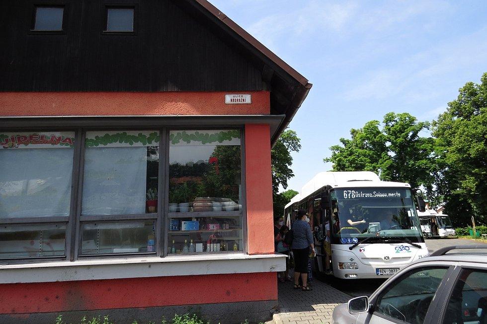 Neutěšený je současný stav autobusového nádraží ve Fulneku. Příští rok možná začne stavba nového nádraží.
