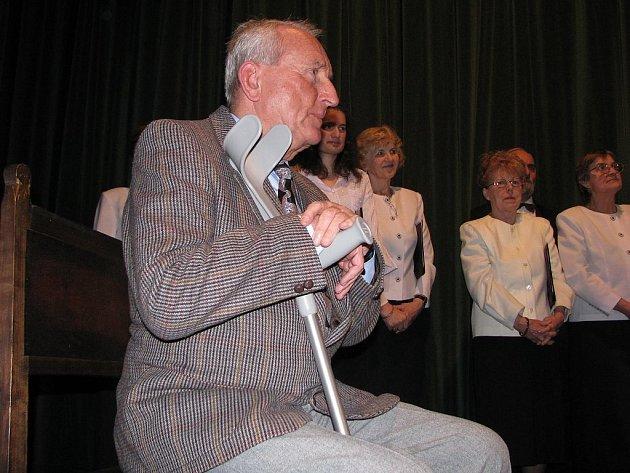 Třiaosmdesátiletý Ladislav Skýva patří k těm, jež vedení města Fulneku nedávno ocenilo v rámci oslav Dne učitelů.