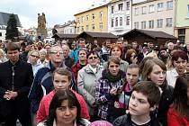 Prezident České republiky Václav Klaus zahájil ve středu 25. dubna svou návštěvu Moravskoslezského kraje v Odrách, poté se setkal s obyvateli Bílovce.