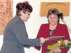 V minulosti získala ocenění například Marie Hrnčířová (vpravo), umělecká vedoucí folklorního Valašského souboru Radhošť z Trojanovic.