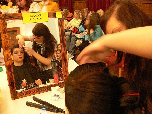 Mladé kadeřnice pokoušely hranice svých možností na Ateliéru fantazie v Odrách.